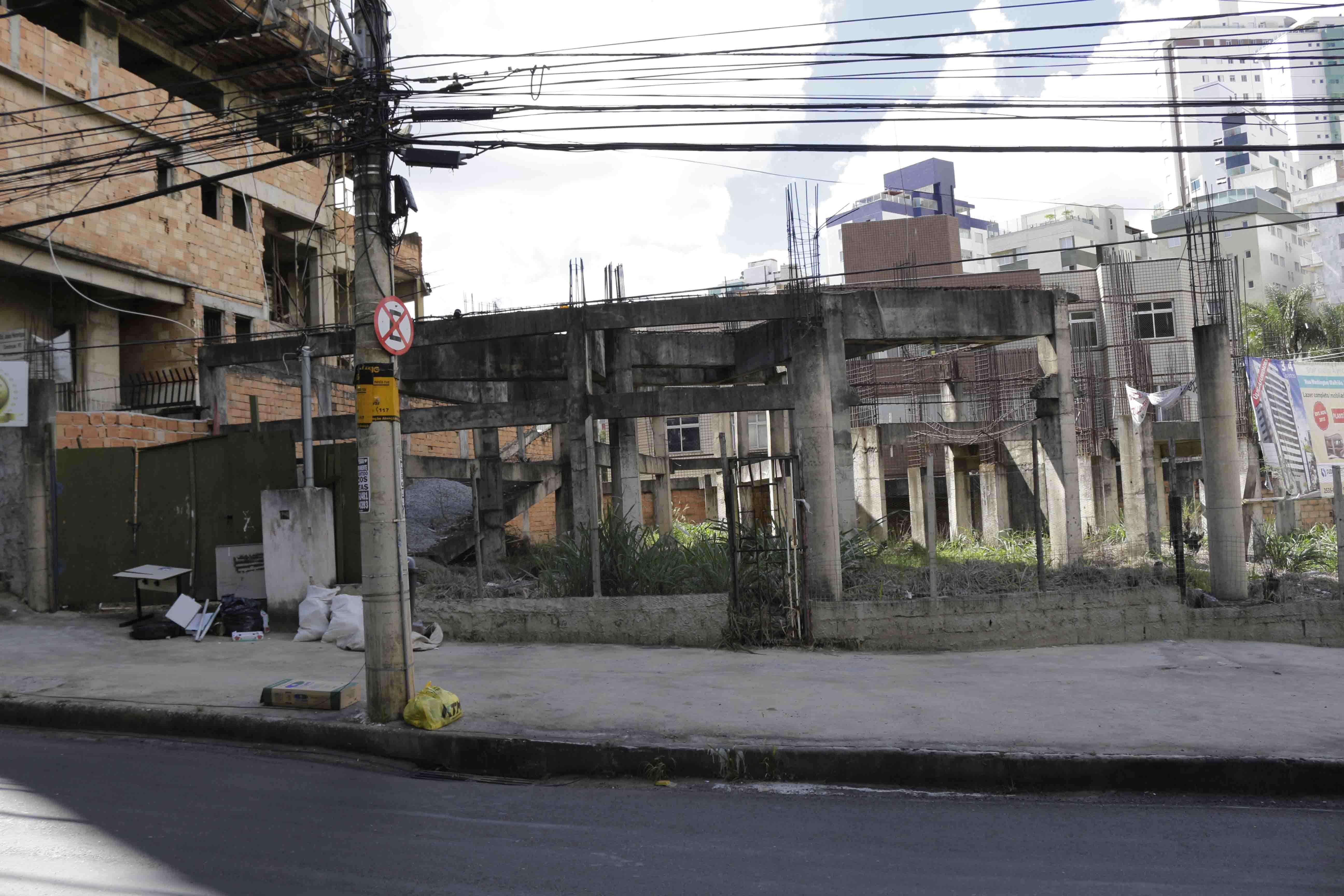Prédio na esquina da Av. Prof. Mário Werneck com rua Maria Heilbuth Surette