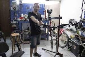 Mecânico da loja Bike Thrives