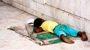 Fonte - Internet - stockvault-child-by-the-road126328 - Autor - madzindia