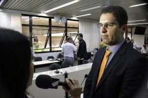 Braulio Lara dá entrevista para a tv Câmara