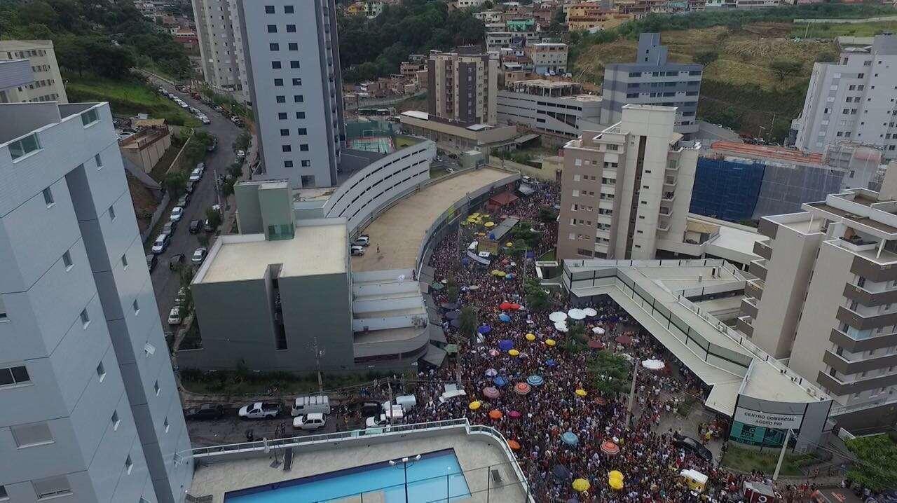 Foto aérea Bloco Baianeiros no bairro Buritis - créditos zero 3 um filme