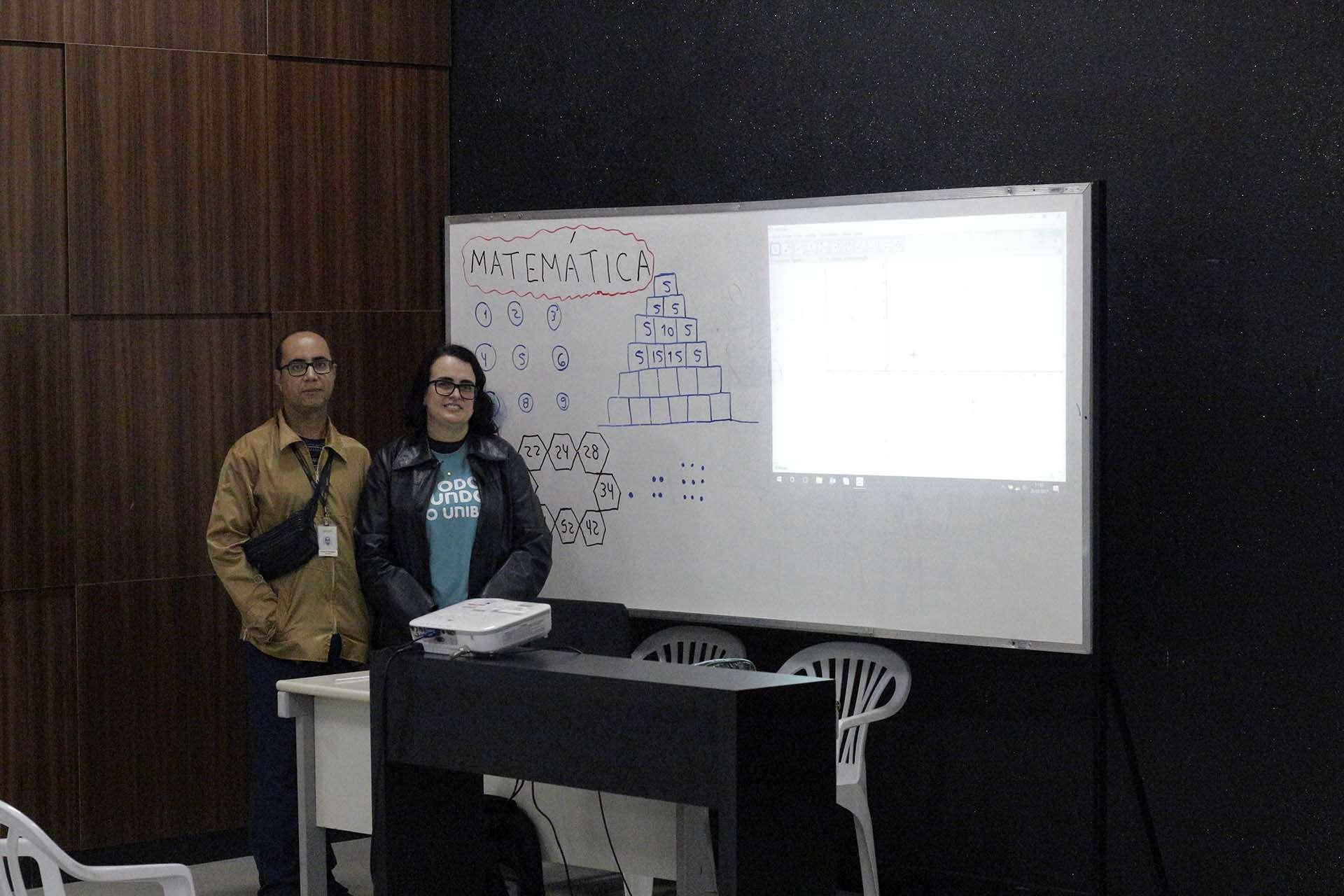 Cristiane Dias Rodrigues - Coordenadora do curso de Matemática - Oficinas de jogos matemáticos - Foto - William Araújo