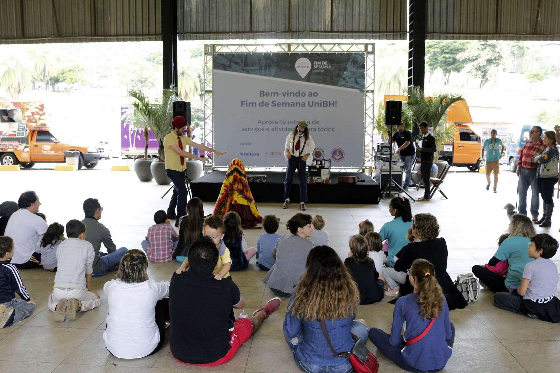 Show circense no Campus Aberto - UniBH - foto - William Araújo