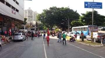 Manifestação ocorrida na avenida Engenheiro Carlos Goulart com Professor Mário Werneck - Foto William Araújo