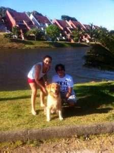 De 15 em 15 dias, Priscila e Marcos levam Suri para caminhar -Foto reprodução