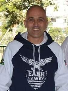 Athletic Director and Head Soccer Coach (Diretor de Esportes e Treinador das equipes masculina e feminina de futebol)