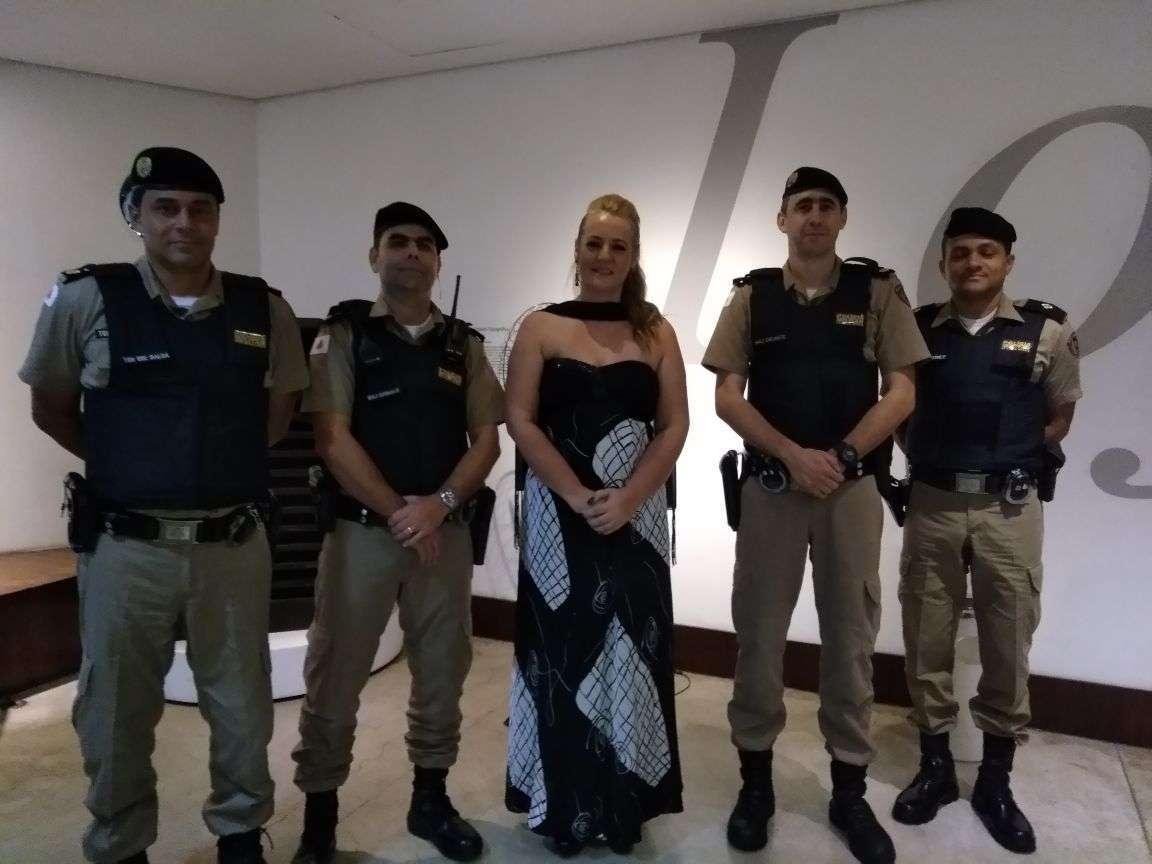 Gracielle e Policiais que apoiam o seus projetos