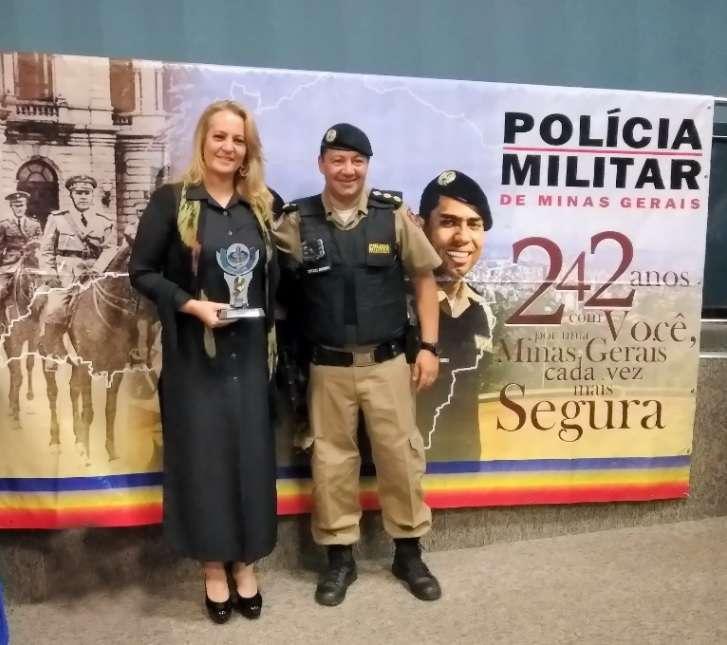 Gracielle Torres com Ten Cel Flavio Godinho, atual comandante do 34º Batalhão Batalhão de Polícia Militar (apoiador do COMSEBB desde sua fundação)